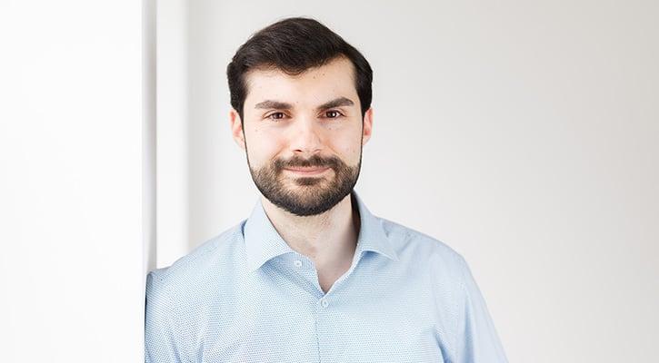 Softwareentwickler Tommaso Castrovillari beantwortet im Interview Fragen zu seinem Job bei itemis