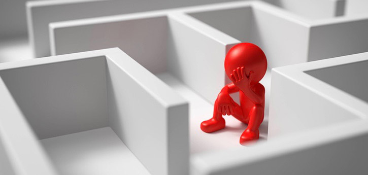 Littel figure sitting in a maze illustrating the situation when Xtext workflow reports warnings and errors.